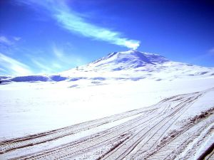 Image of Mt Erebus, Antarctica, by es0teric at http://flickr.com/photos/75351348@N00/3795727. It was reviewed on 1 March 2008 by the FlickreviewR robot and was confirmed to be licensed under the terms of the cc-by-sa-2.0.
